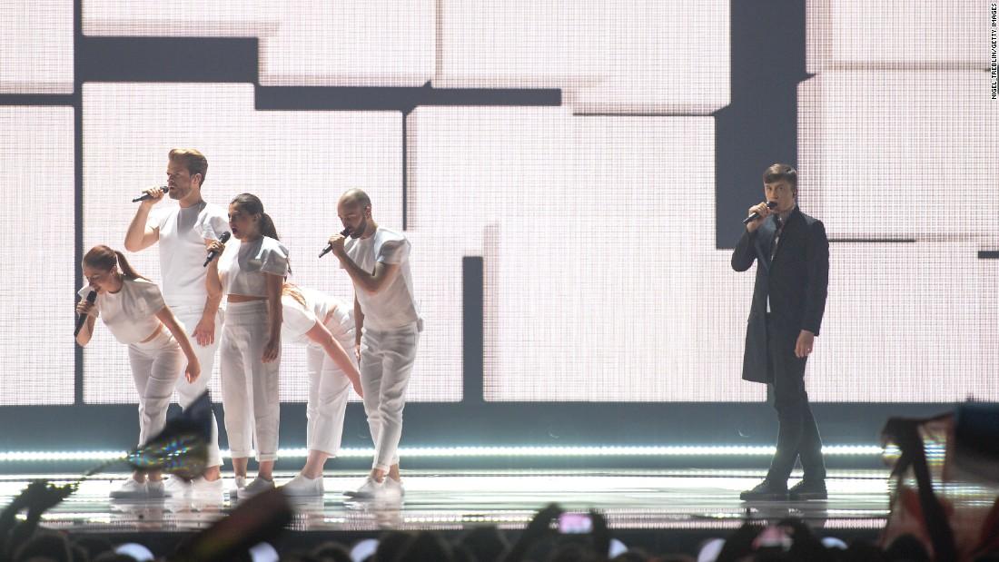 150523202757-04-eurovision-belgium-super-169